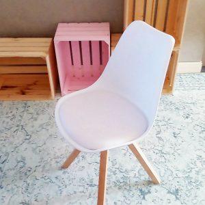 budgetproof Eames look-a-like stoel