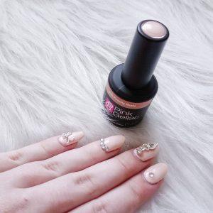 Pink Gellac Review Vintage Chic Peachy Nude Nagelsieraad