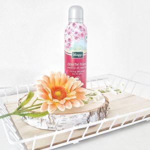Cherry Blossom douche foam van Kneipp