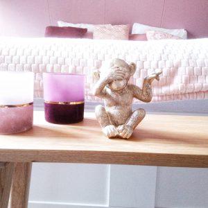 Roze slaapkamer eiken bankje